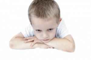 CUM II AJUTAM PE COPII SA-SI GESTIONEZE OPTIM EMOTIILE – 10 metode la indemana fiecarui parinte